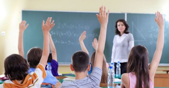 Førsteklassingene skulle lære seg et nytt ord. Men det som skjedde? Jeg ler så tårene triller!