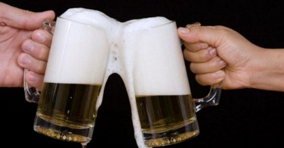 Guttene har en genial plan for å få gratis øl. Men det som skjer? Jeg ler så tårene triller!