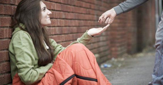 Hun inviterte en hjemløs kvinne på middag. Grunnen? Jeg ler så tårene triller!