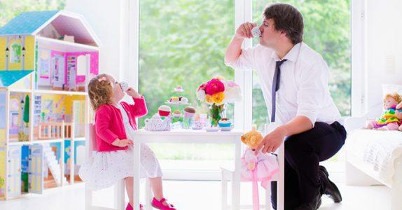 Pappaen fikk servert te av sin datter. Men når mamma kom hjem? Jeg ler så tårene triller!